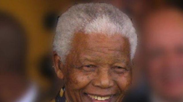 Nelson Mandela emporté par une infection pulmonaire