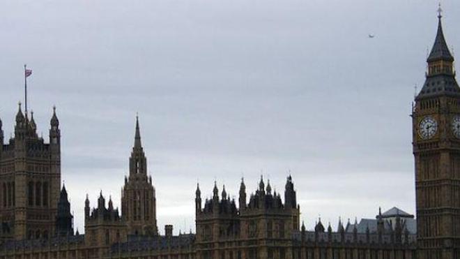 Le gouvernement britannique veut que les étrangers paient les soins médicaux