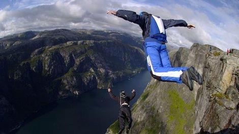 Le base jump... un saut dans le vide au péril de sa vie