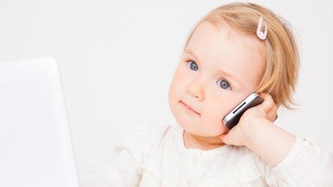 Les téléphones mobiles bientôt interdits aux enfants ? Photo © detailblick - Fotolia.com