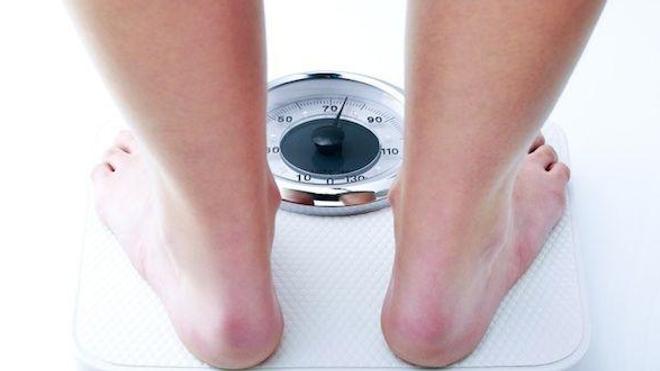 Un gain modéré de poids de 2,2 à 10 kilos avant 55 ans augmente fortement la probabilité de maladies chroniques.