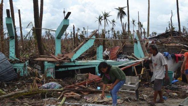 Une maison détruite à la périphérie de Tacloban, sur l'île de Leyte. Cette région a été la plus touchée par le typhon. (cc-by Trocaire)