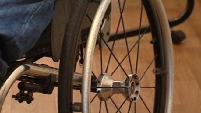 Accessibilité des handicapés : un guide pour les collectivités
