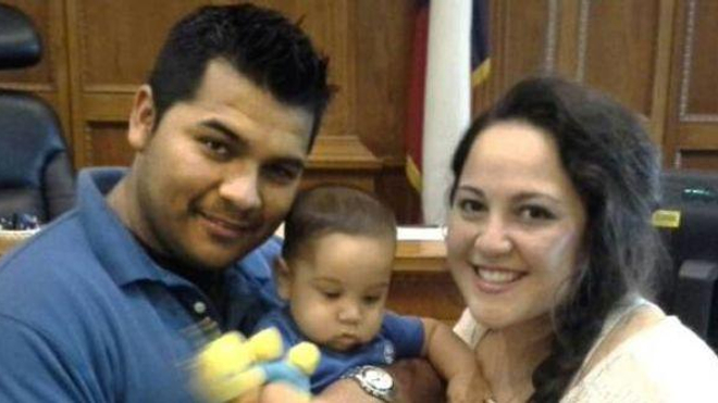 PHOTO : La famille Munoz, peu de temps avant le décès de Marlise. De gauche à droite : Erick, Mateo (aujourd'hui âgé de 15 mois) et Marlise.
