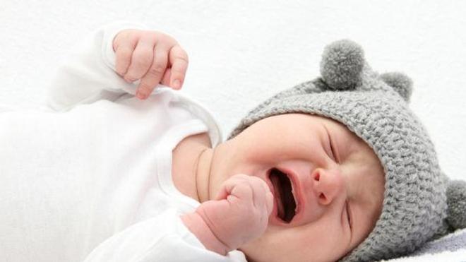 Les mères entendent-elles plus les pleurs des bébés ? (© Nik - Fotolia.com)