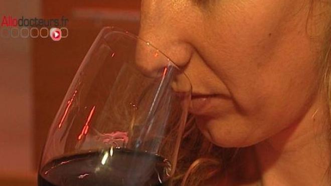 Une consommation modérée de vin rouge, à savoir un verre et demi par jour, réduirait les risques cardiovasculaires.