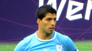 Suarez, serial mordeur du football