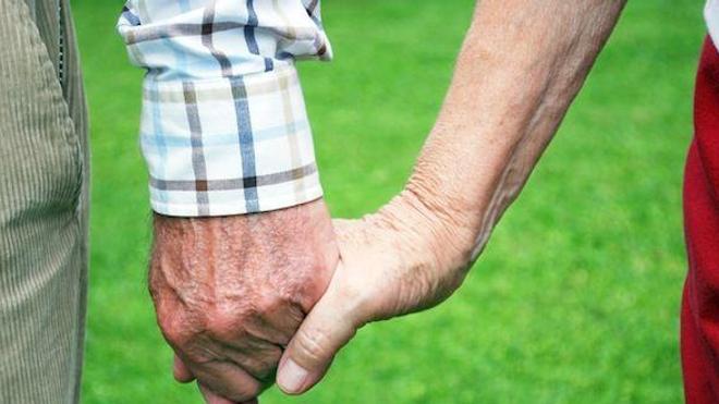 62 ans de mariage et inséparables... jusque dans la mort