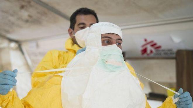 Les équipes de MSF sur le terrain dans la lutte contre le virus Ebola (Photo © MSF SCherkaoui)