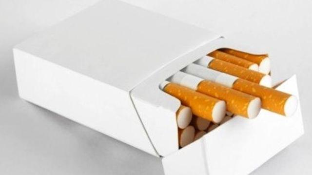 Cigarettes : le paquet ''neutre'' arrive bientôt en France