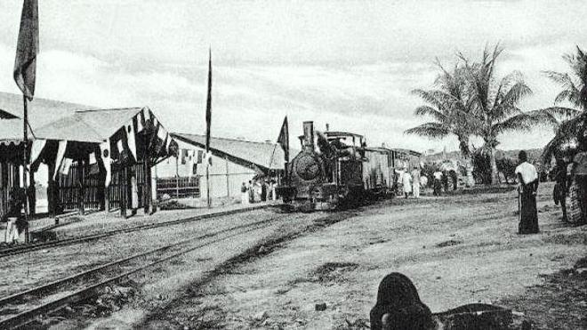 Chemin de fer quittant Léopoldville, à la fin des années 1920. (DR)