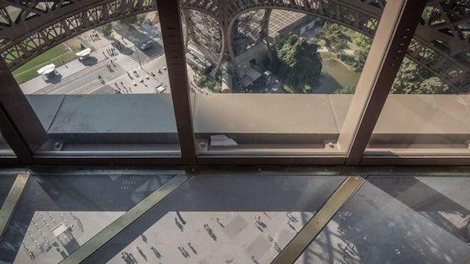 La tour Eiffel a inauguré son tout nouveau premier étage... de quoi donner le vertige !