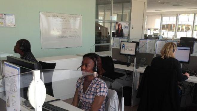 Au centre d'appels Ebola, les opérateurs calment les inquiétudes