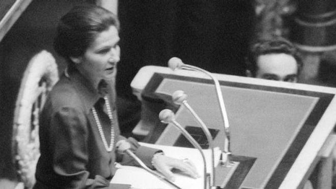 La loi relative à l'interruption volontaire de grossesse a été promulguée en janvier 1975.