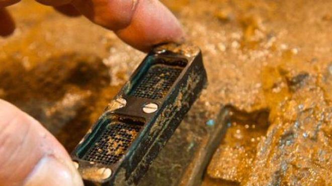 Le dispositif iChip permet la culture des bactéries dans leur milieu naturel. (crédit photo : Nature News & Comments)