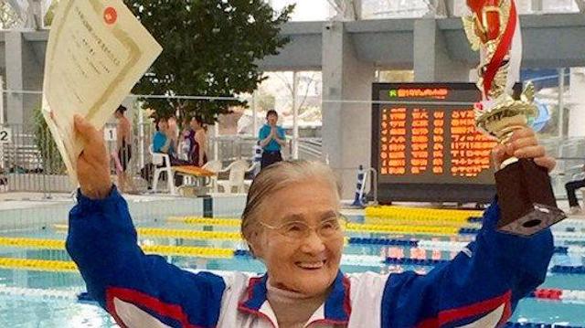 Record : une centenaire boucle un 1.500 mètres nage libre !