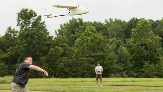 Le drone transporteur de sang vole à moins de 100 mètres d'altitude