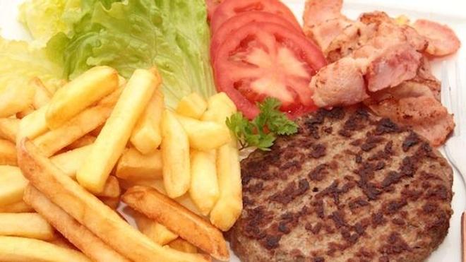 De la bouse de vache dans les steaks de hamburgers