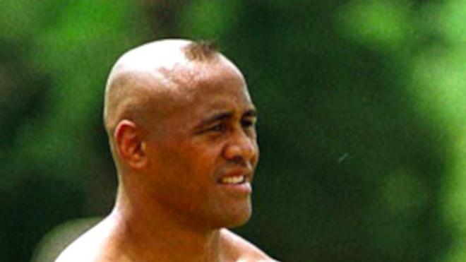 Nous avions reçu Jonah Lomu dans le Magazine de la santé en 2008 (voir vidéo, plus bas dans l'article). Photographie : Jonah Lomu lors d'un entraînement en 2001. (cc-by-sa Fabián Gastiarena)