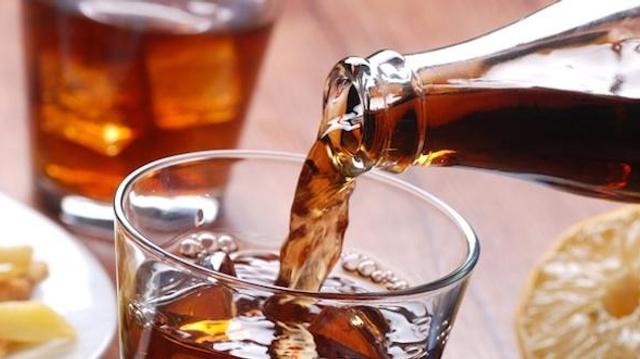 """Les boissons avec édulcorants artificiels, armes """"en toc"""" dans la lutte contre l'obésité?"""