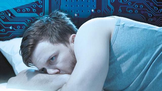 Près de quatre Français sur dix consultent leurs écrans avant de dormir