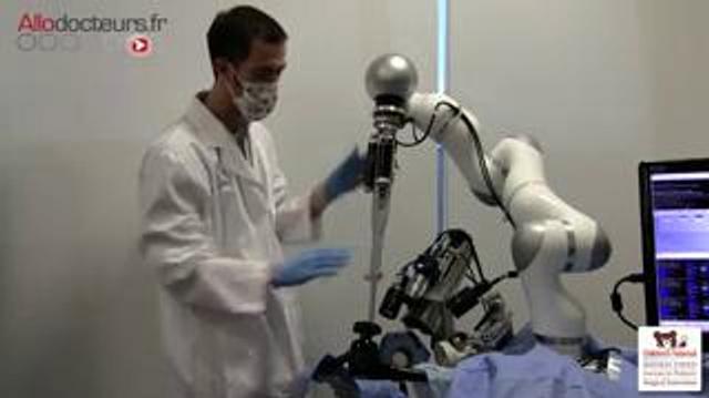 Un robot chirurgien opère seul un intestin