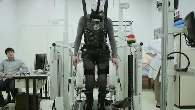 """Des paraplégiques retrouvent une capacité de contrôle de leurs jambes - capture d'écran vidéo projet """"Walk again"""""""