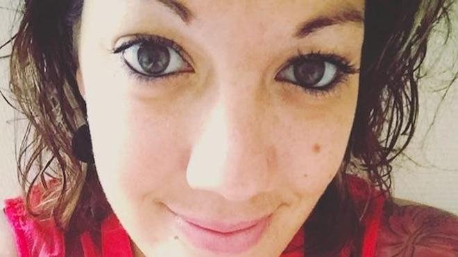Mélissa Mougenot est atteinte du syndrome d'Ehlers-Danlos. Elle est l'auteure d'un un blog, SED en l'air, sur lequel elle raconte sa vie avec la maladie.
