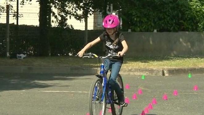 Vélo : port du casque obligatoire pour les enfants de moins de 12 ans