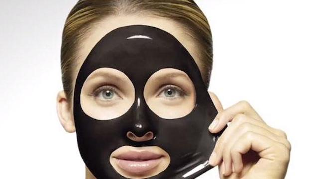 La composition opaque de certains masques contre les points noirs