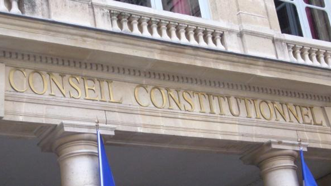 Un décret controversé sur la fin de vie devant le Conseil constitutionnel