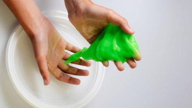 De nombreuses vidéos sur Youtube permettent d'apprendre à fabriquer du slime, sans préciser les dangers de l'acide borique.