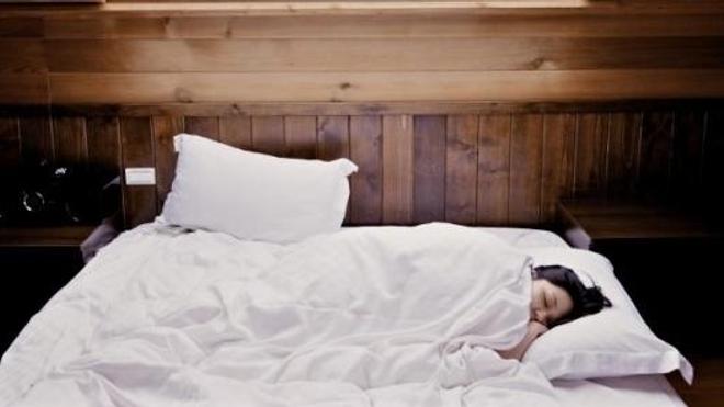 Premier conseil pour bien dormir : s'hydrater tout au long de la journée et jusqu'au soir