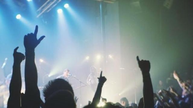Discothèques et festivals sommés de baisser le son