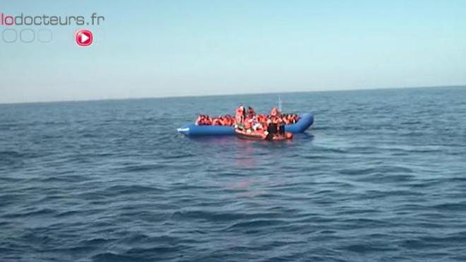 """Image extraite du documentaire In Vivo """"L'Aquarius au secours des migrants naufragés"""" diffusé en mai 2007."""