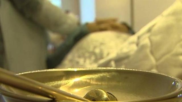 Des thanatopracteurs dénoncent la levée de l'interdiction des soins funéraires sur les personnes mortes du VIH