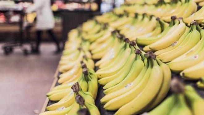 Le chlordécone est un insecticide cancérogène qui été utilisé aux Antilles dans la culture de la banane.