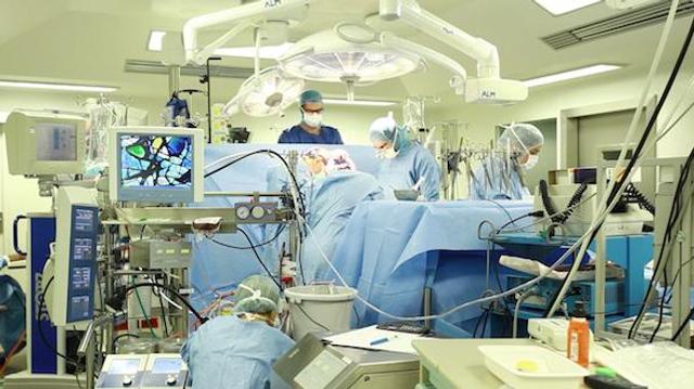 Un chirurgien placé en garde à vue pour escroquerie