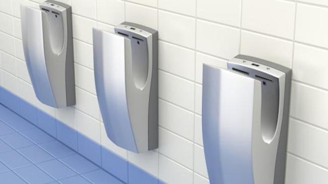 Les sèche-mains électriques, des nids à bactéries ?