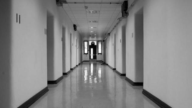 A Marseille, des parents contraints de traverser l'hôpital, leur bébé décédé dans les bras
