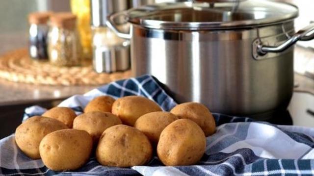 Pommes de terre, pain… comment les cuisiner pour éviter les risques de cancer ?