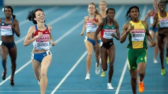 Caster Semenya (à droite) a été championne olympique en 2012 et 2016, et deux fois championne du monde en 2011 et 2017. Illustration : finale des championnats du monde 2011. (Crédits : Erik van Leeuwen / GFDL)