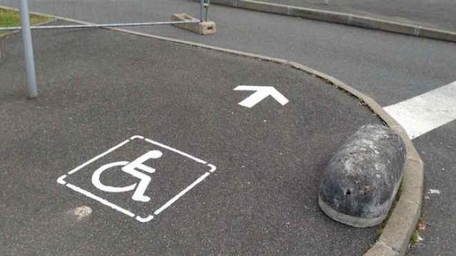 """Pour les associations, l'Etat français laisse les personnes handicapées """"exposées à la pauvreté et """"exclues de la société""""."""