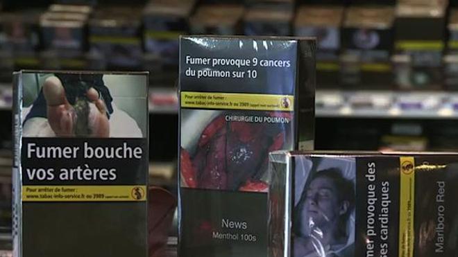 """Tabac : pour la majorité des jeunes fumeurs, le paquet neutre """"n'a aucune importance"""""""