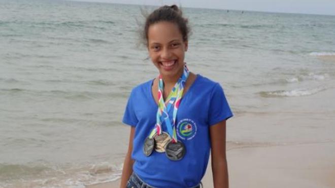Marine Eraville avec ses médailles obtenues aux jeux mondiaux des transplantés. Photo prise en 2015.