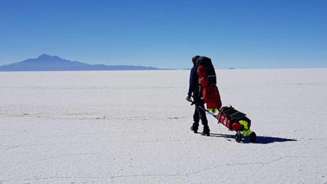 L'exploit d'un Français malvoyant qui traverse seul le plus grand désert salin au monde
