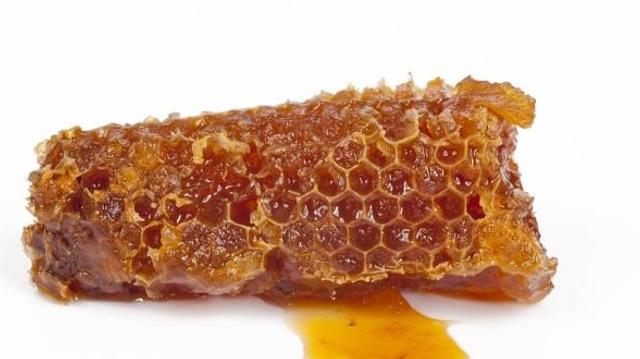 Allergiques au pollen : évitez la gelée royale et la propolis !