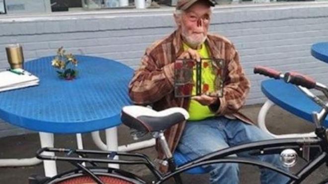 Défiguré par un cancer, un retraité américain est sommé de quitter un restaurant