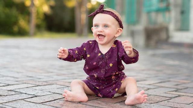 Un bébé gloussait 17 heures par jour… il souffrait en fait d'une tumeur au cerveau