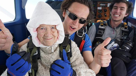 Elle s'envoie en l'air... à 102 ans